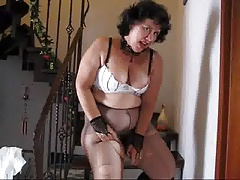 Butted Mature In Tights